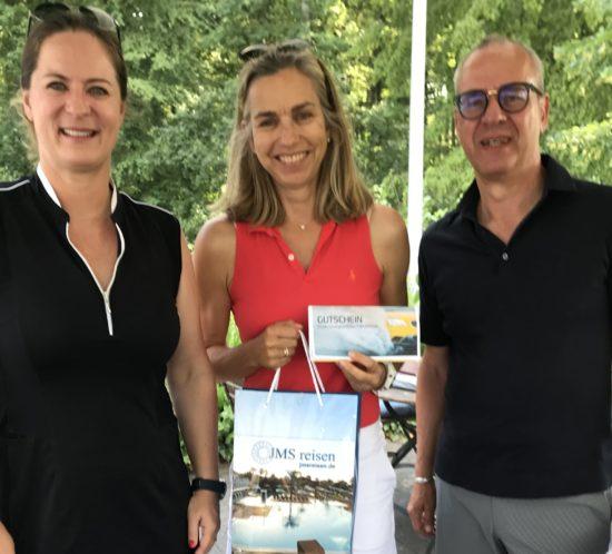 Gewinnerin des Golfturniers 2019